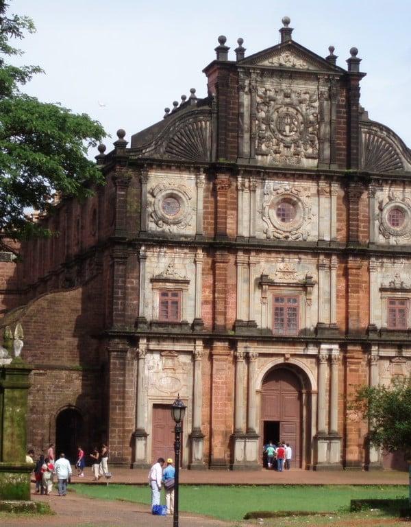 Goa_Velha_Basilica_Bom_Jesus_courtesy-Wikimedia-.jpg