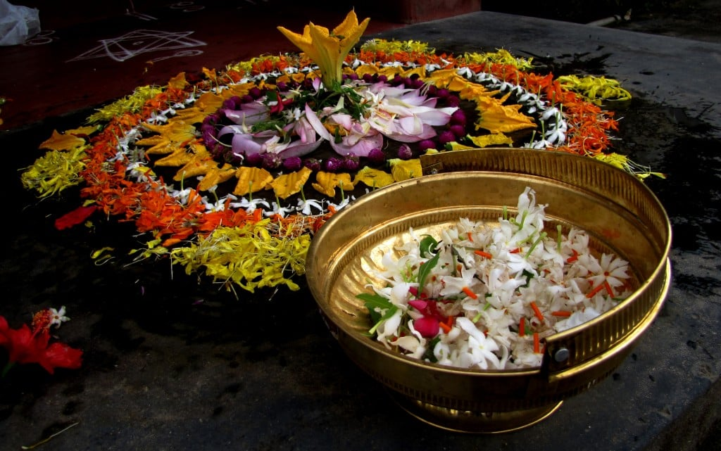 agraharam_pookkalam_onam_palakkad_img_8486-copyby-manojk-own-work-cc-by-sa-3-0-http-creativecommons-orglicensesby-sa3-0-via-wikimedia-commons