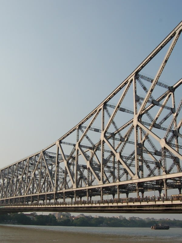 Howrah_Bridge_Kolkota-By-Manuel-Menal-Flickr-Howrah-Bridge.-CC-BY-SA-2.0-https-commons.wikimedia.orgwindex.phpcurid17308249