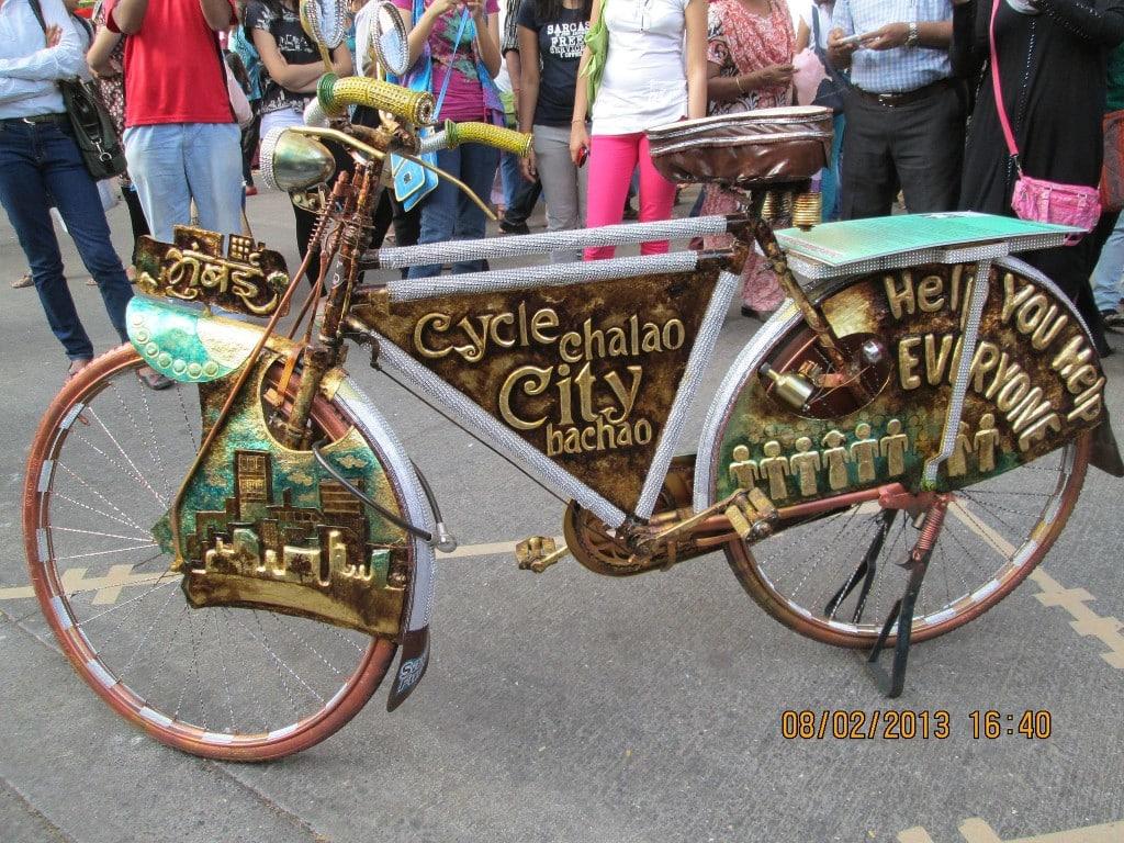 cycle_model_at_kala_ghoda_festival_by-rudolph-a-furtado-own-work-cc0-via-wikimedia-commons